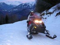 Rando motoneige dans les montagnes