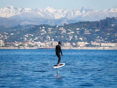 1h de surf électrique en Côte d'Azur - 1 planche