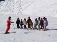 Cours de ski en groupe pour les plus jeunes