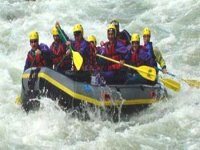 rafting entre amis Pyrenees Atlantiques