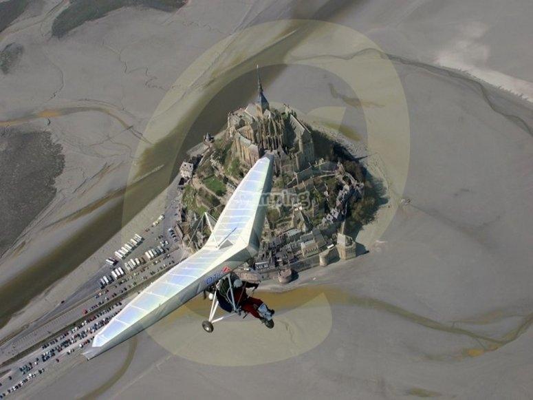 Survol du Mont-Saint-Michel en ULM pendulaire