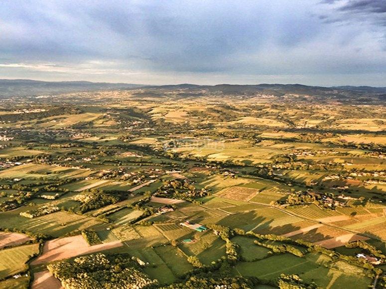 Vue sur Beaujolais depuis la montgolfière