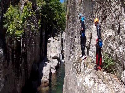 3h de canyoning au départ des Gorges du Bramabiau