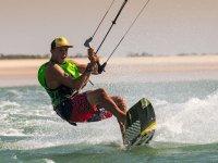 Profitez de la mer en faisant du kitesurf