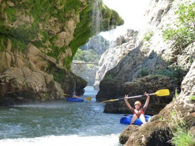 Journée de bouée raft à la rivière d'Hérault