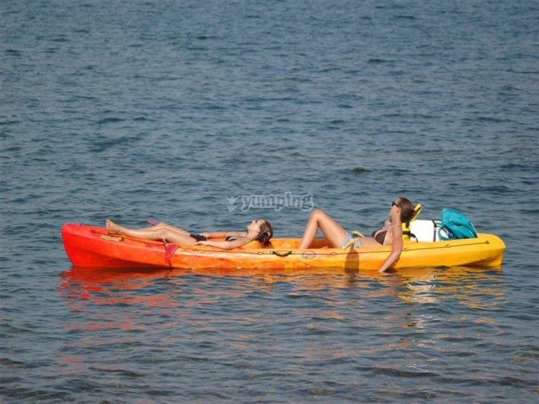 Moment de détente à bord du Kayak