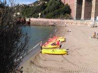 Les kayaks vous attendent pour naviguer