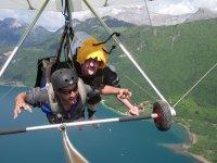 Survolez le lac d'Annecy en deltaplane