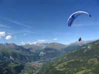Vol biplace au dessus de la vallee Tarentaise en Savoie
