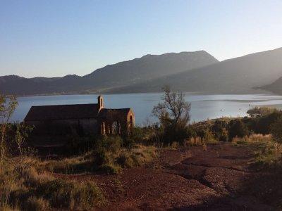 Balade en Jeep au lac du Salagou - 1/2 J + Repas