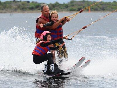 Ski nautique fin de journée à l'étang de Leucate
