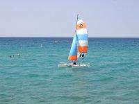 Naviguez sur le littoral Corse en catamaran