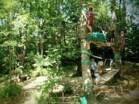 Parcours acrobatique dans les arbres proche de Pau