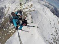 Profitez de la neige pour faire le parapente dans un décors inédit