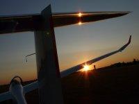 Planeur au couche du soleil