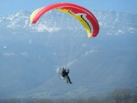 Paramoteur dans le ciel de la Savoie