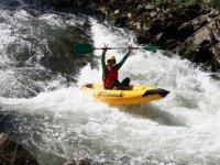 Kayak gonflable sur la Nive Ur Bizia