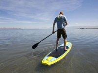 Sur la planche de stand up paddle