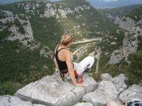 Avec vue sur l'Hérault au sommet de la via ferrata du Thaurac