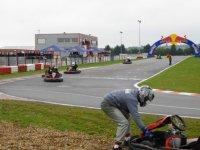 Pendant la course sur la piste de kart