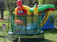 trampolines et toboggans