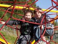 Jeux enfants dans le parc en illimite