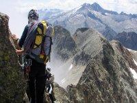 Randonnee pedestre dans les Hautes Pyrenees avec l Office de Sports de Montagne Randonnee