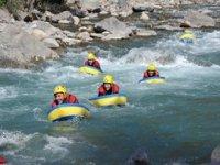 Nage en eau vive en groupe dans les Hautes Alpes