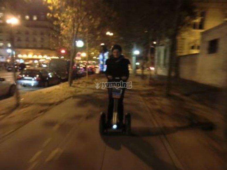 Dans Paris de nuit en Segway