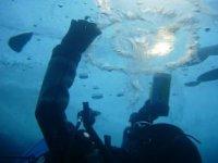 Des sensations uniques de plongee sous la glace