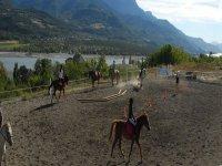 Apprennez de l equitation avec Jennif Air Randonnees Equestres