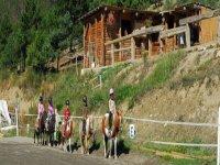 Equitation pour les enfants avec Jennif Air Randonnees Equestres