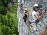 Escalader les falaises des Hautes Alpes avec Jennif Air Via Ferrata