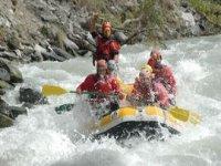 Rafting dans les eaux vives de l Aude