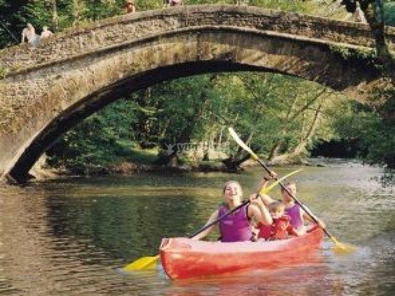 Canoe dans la Vallee de La Cure