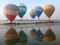 Ballons en Birmanie