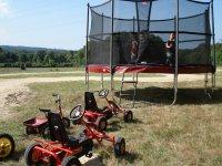 trampoline et circuit karts à pédales