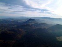 Les volcans d'Auvergne vus du ciel