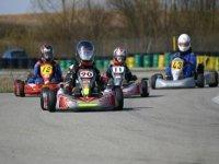 Un circuit de karting extérieur
