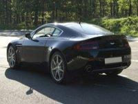 Conduire une Aston Martin dans le 58