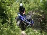 Pilote de quad dans la nature