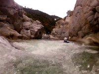 nage dans le canyon