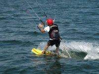Apprendre à maitriser la pratique du Kite Surf