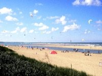 Séance de kite surf sur la plage