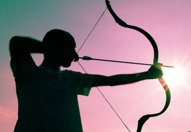 Tirer à l'arc en contre jour