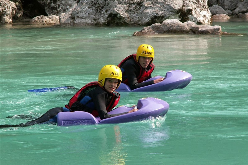 Hydrospeed dans une eau turquoise